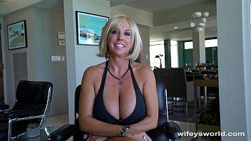 huge sex karte hue titty milf gets big cum blast facial