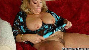 office myfreepaysite con granny in pantyhose gives her old pussy a treat