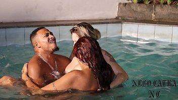 levei duas gostosas para minha piscina - melissa devassa xxxsexy - rafaella denardin - nego catra