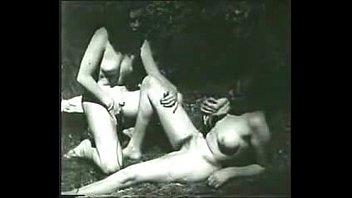 vintage voyeur xitiaoliuli watches two lesbians