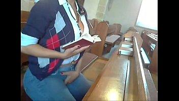 safada a girl removing her dress se masturbando na igreja