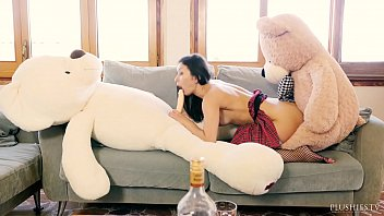 valentina bianco first freepornvideos time 3some with teddy bears