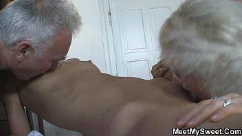 she fucks with porno de los 80 his parents when he left