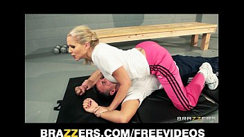 momxxx dominant blonde trainer julia ann gets a good deep fucking