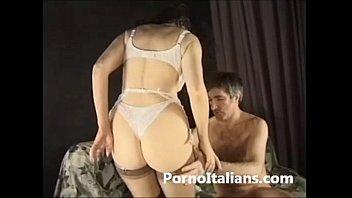 porno italiano www orgasm xxx - mora riccia milf italiana scopata sul divano del set
