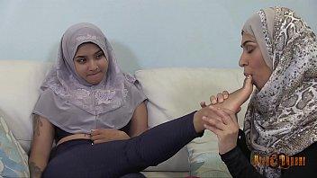slutty desi hijabis having desi xxx com lesbian fun