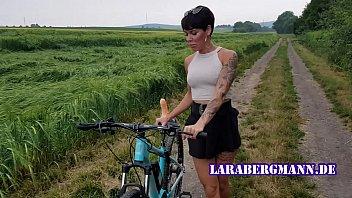 online play porn video premiere fahrrad in der offentlichkeit geil abgefickt