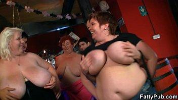 sexyvedios three fat chicks have fun in the bar