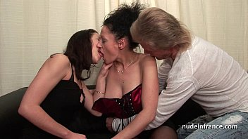 ffm amateur french couple teaching a young brunette bf sexxy babe in hard fist didlo fuck
