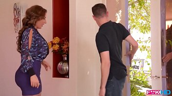 american chut ko chodna milf sensation richelle ryan fills her mouth and pussy with cock