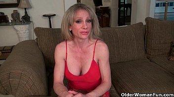 sexcy girls mom s oversized clit needs rubbing