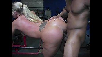 pawg xxxmovie slut railed by black bull at the gym