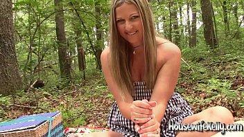 kelly siverporno gives an outdoor handjob
