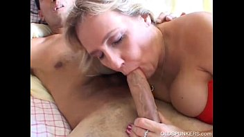 busty mature amateur gives hornbunny co a great blowjob