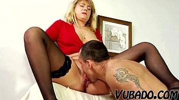 bf fucks milf mom fuking on couch