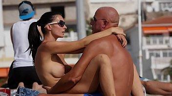 couple dry-hump on yuojiz public beach