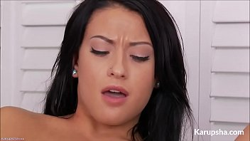 kelly diamond porntub fingering her shaved pussy