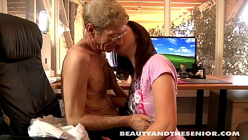 noty america teen cutie gets fucked by a senior