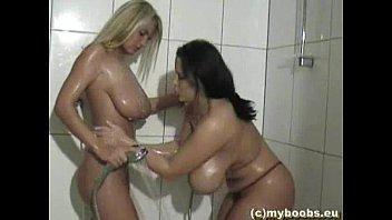 sexi www in-an-shower