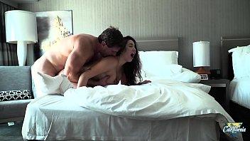 karlee grey www sex indian com une brunette aux gros seins qui aime le hard