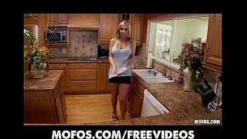 curvy amatuer blogs com busty blonde fucks her pink pussy in the kitchen