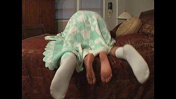 humping my xxcx barefoot girlfriend