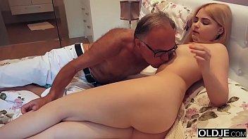 sexbid 18 yo girl kissing and fucks her step dad in his bedroom