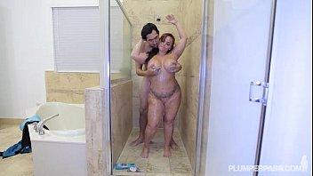 pawg betty bang singapore sex video gets her ass pounded in the shower