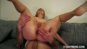 mature jennyfer rides a huge y. cock freesexmovies n enjoy an anal destruction.