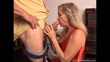 beautiful xxxxxn mature blonde has a very sexy body and is a hot fuck