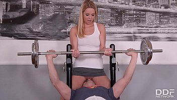 fitness slut nikky dream goes pantyless to xxxex gym and gets skull fucked