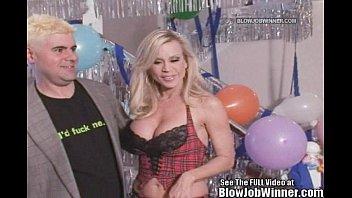 classic porn star apetiud amber lynn sucks cock