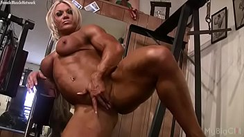 female bodybuilder masturbates her clit first time wife swap in the gym