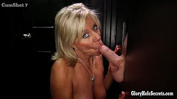 gloryhole mobifuck secrets mature blonde shows off her years of skill