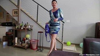 england xx video over40-short-haired milf pov handjob