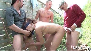 petite brune francaise sodomisee japan xxx par 3 mecs et un vieux dans le fond du jardin