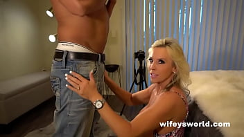 wifey shows how to sex vedio suck off a huge cock and swallow the full load