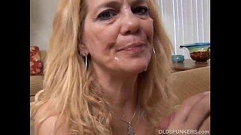 beautiful xxxz mature blonde loves to fuck