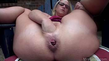 poolside son cums in moms pussy pussy stretching