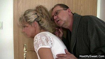 he leaves desi sex mobi com and horny parents seduces his hot gf