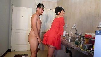el hijo le llena el culo de leche la isis love sauna madre contenta