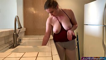 stepmom stuck in the xxx yoga sink gets stepson s dick in her while trying to get free - erin electra