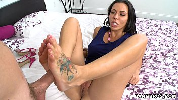 moms bang boys com sucking rachel starrs toes