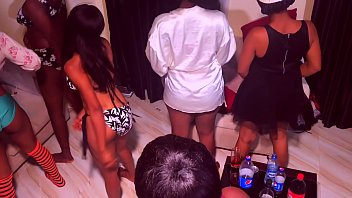 land chut ki photo 10 girls 1 guy orgy party