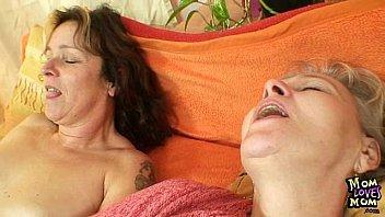 sex vedieo elder amateur moms using double sided dildo