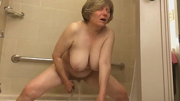 momxxxx mature marie gets off