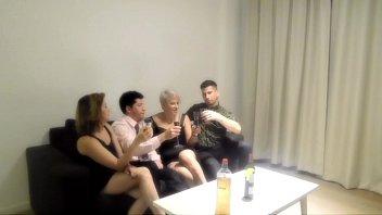 orgia xxx cim com minha irma e dois estranhos que encontramos em um bar