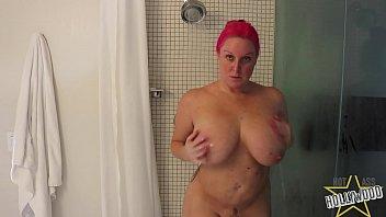 spying on sexyvideos curvy milf showering