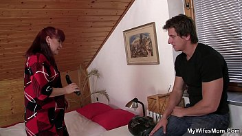 wife finds her sexi hot video mom and bf together