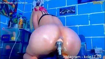 xnxnxn girl on chaturbate has some fun with dildo machine